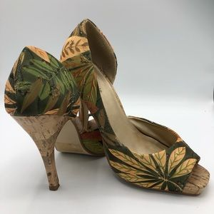 Delicious brand floral heals in size 7